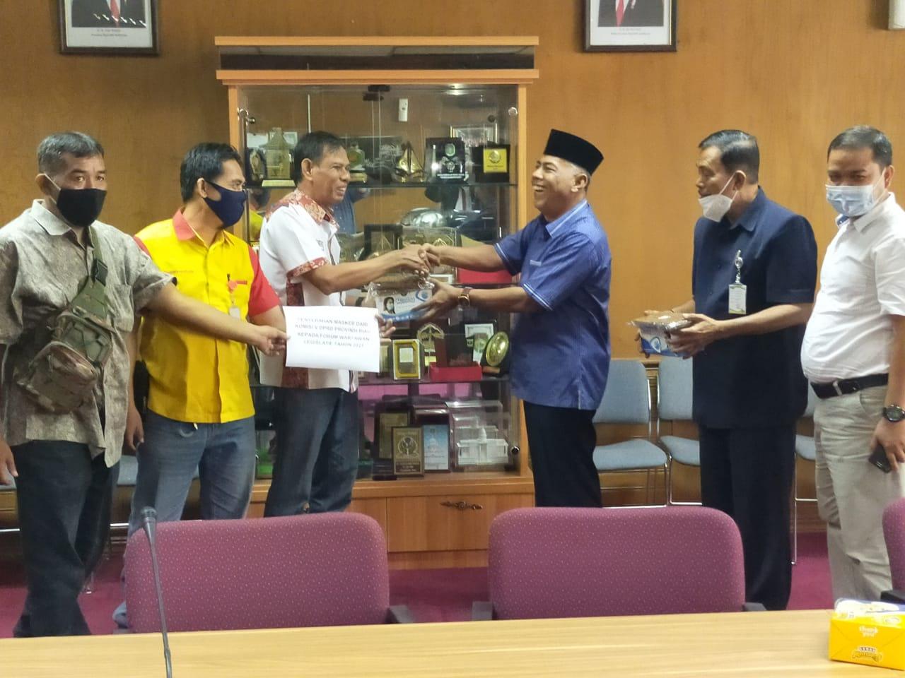 Program Sosial WPR dapat Bantuan Berupa Masker Dari Komisi V DPRD Riau