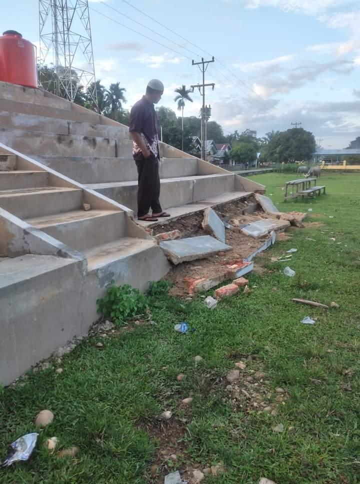Stadion Mini Desa Gema Belum Selesai Sudah Ambruk, Diduga 423 Juta Proyek Asal Jadi