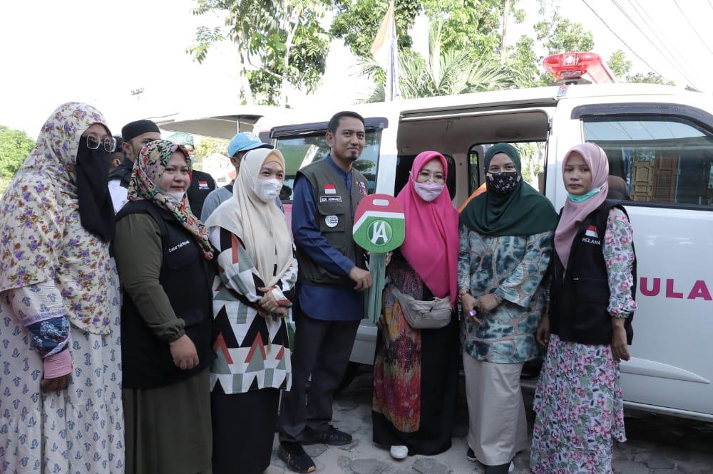 Relawan Rumah Dhuafa Haru Terima Ambulance Dari Anggota DPD-RI