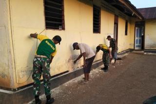 Satgas TNI di Perrbatasan Lakukan Serbuan Gotong Royong Gereja