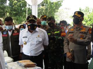 Kapolres Kampar Saat Kunjungan Bersama Bupati Kampar Ke Posko PPKM Desa Tarai Bangun : Lakukan 3T